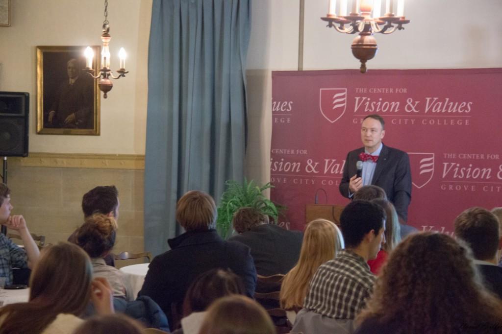 Dr. Hülsmann addresses students at Freedom Readers