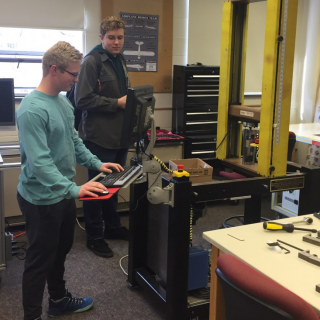 Students working in the mechanical engineering senior design lab
